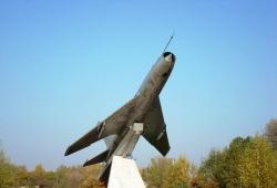 Монумент на честь двічі Героя Радянського Союзу І.Н. Степаненка та земляків-авіаторів у сеілі Нехайки Драбівського району