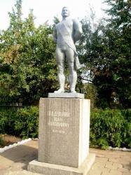 Пам'ятник І.М.Піддубному у селі Красенівка Чорнобаївського району