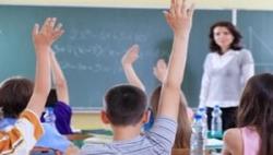 Микола Азаров: Учителі вчасно отримають відпускні