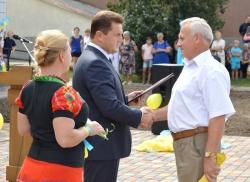 Фоторепортаж. Олександр Вельбівець привітав лисян із головними державними святами та відкрив новий спортивний майданчик.