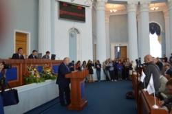 На сесії до перерви депутати виступили із зверненнями та запитами, затвердили порядок денний та розглянули питання щодо управління майном обласної комунальної власності